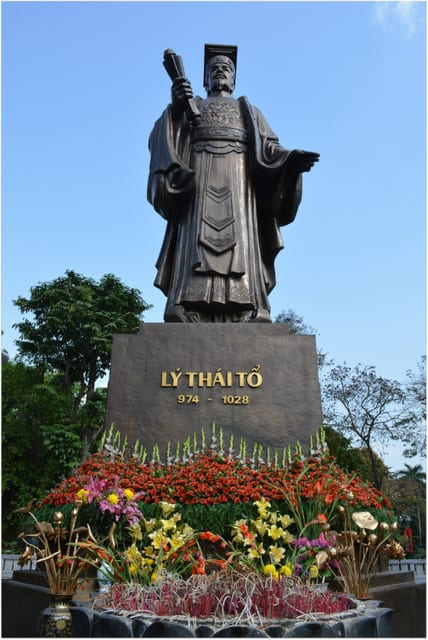 Ly Thai To statue